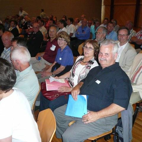 Delegierte vor der GV. Vergrösserte Ansicht