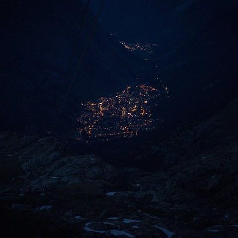 Zermatt bei Nacht. Vergrösserte Ansicht